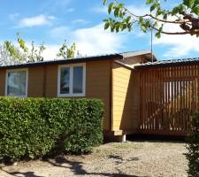 Vista bungalou exterior al Camping Montsant Park