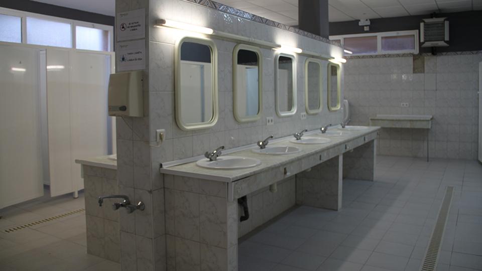Servicios y duchas